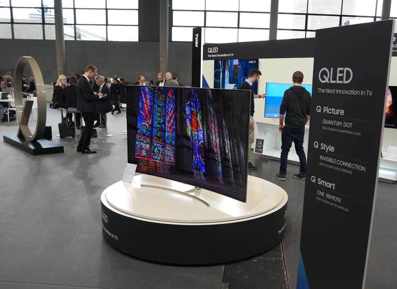 Curved Tv Q8c Mit Glasfaser Verbindung Peter Pernsteiner De